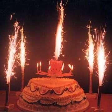 torta-di-compleanno-con-candeline-musicali-e-fuochi-art 2